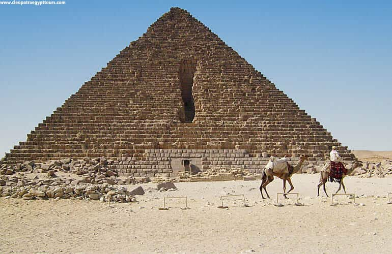 pyramid-Of-Menkaure-gash.jpg